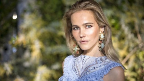 Isabel-Lucas-shoots-TV-ad-to-protest-dolphin-captivity_1